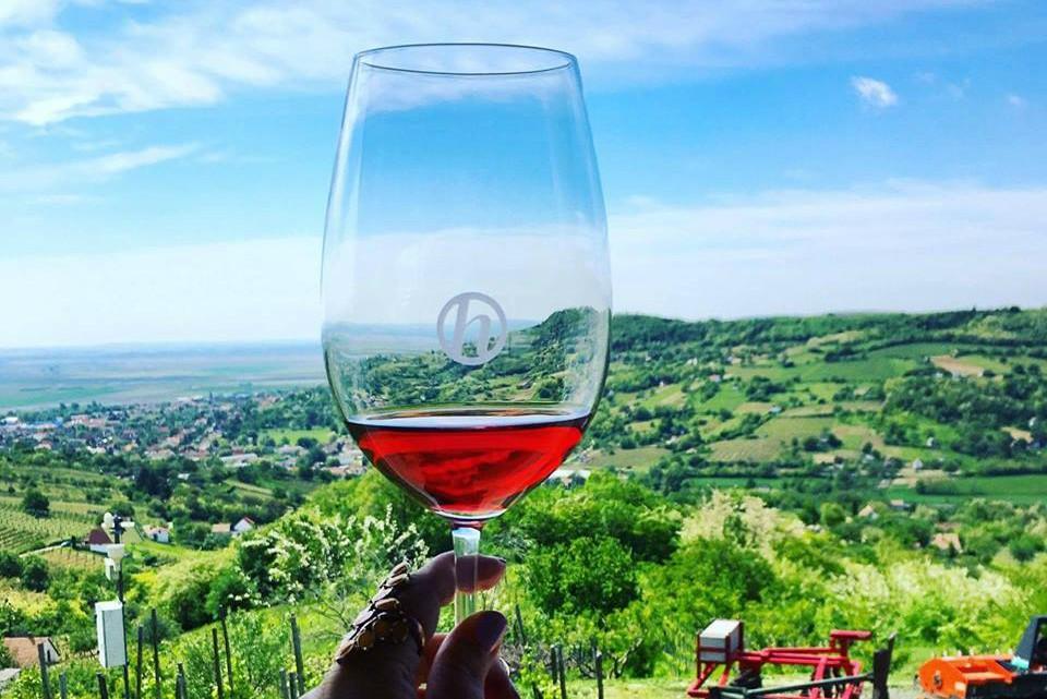 Fotó: facebook.com/wineglasscommunication, szerk.