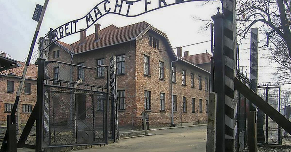 Elrejtett tárgyakat találtak Auschwitz egyik blokkjának kéményében