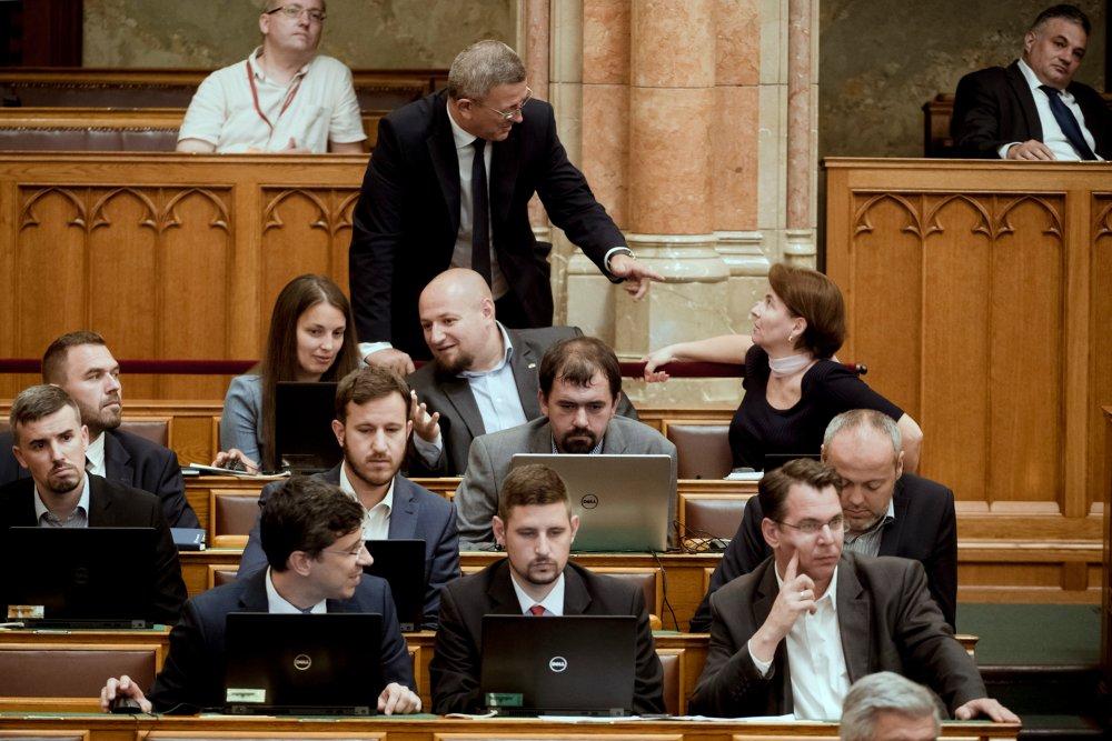 Fotó: MTI/Koszticsák Szilárd, illusztráció