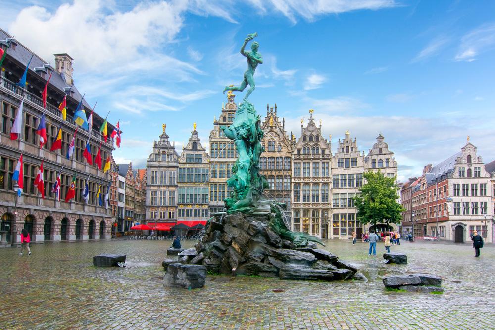 Antwerpenben többségbe kerültek a bevándorlók