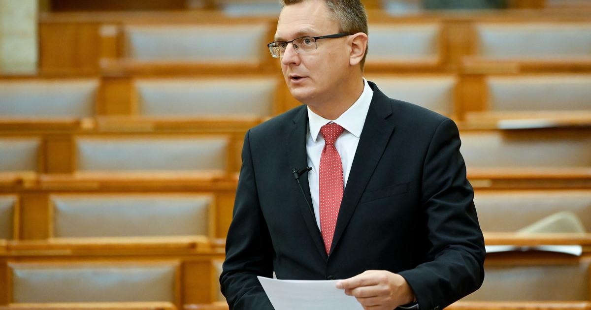 Rétvári: a Gyurcsány-párt előbb-utóbb maga alá gyűri a Momentumot